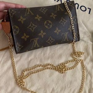 🤎Louis Vuitton monogram pouch/crossbody 🤎